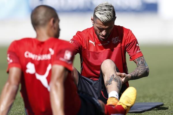 Auch Valon Behrami ist fraglich: Der Mittelfeldspieler reiste mit Kniebeschwerden an.