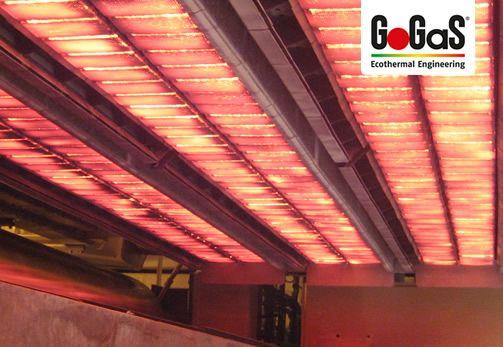 GoGaS Prozesswärme: Doppelreihen des Porenstrahlers RADIMAX im Betrieb. Weitere Informationen erhalten Sie unter www.gasstrahler.de oder unter www.radiantheating.de.
