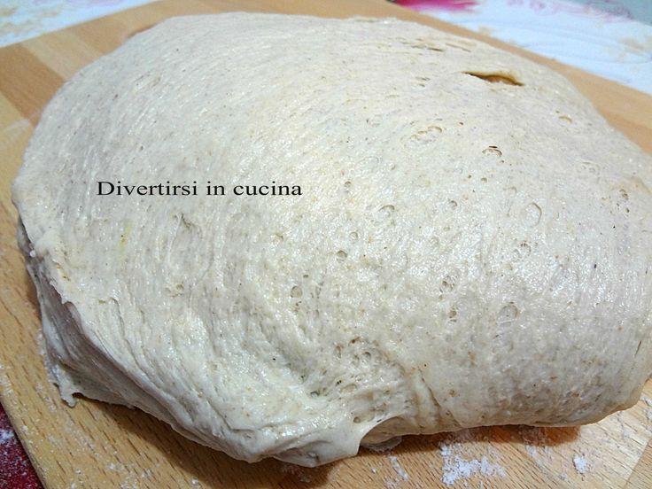 Ricetta impasto pizza con farina integrale. Per rendere la pizza fatta in casa ancora più sana e genuina provate ad usare la farina integrale.