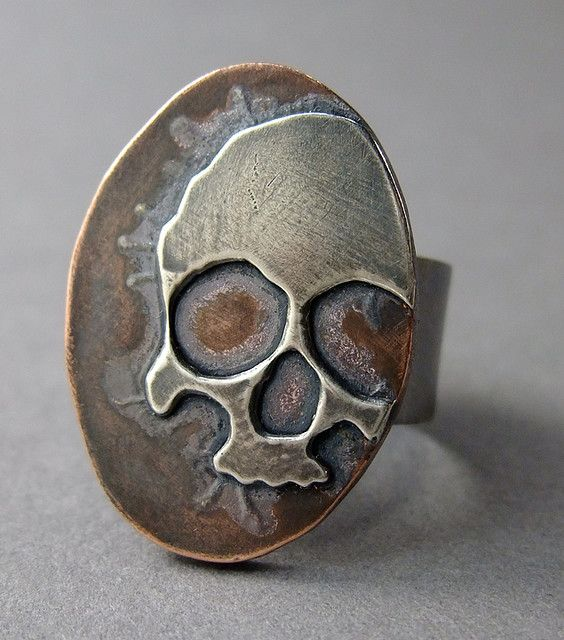 Jewelry | Jewellery | ジュエリー | Bijoux | Gioielli | Joyas | Art | Arte | Création Artistique | Precious Metals | Jewels | Settings | Textures | skull ring