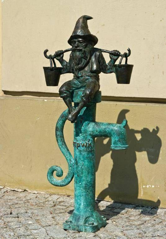 Krasnal (dwarf) Nosiwoda (carry water)  in Wroclaw.