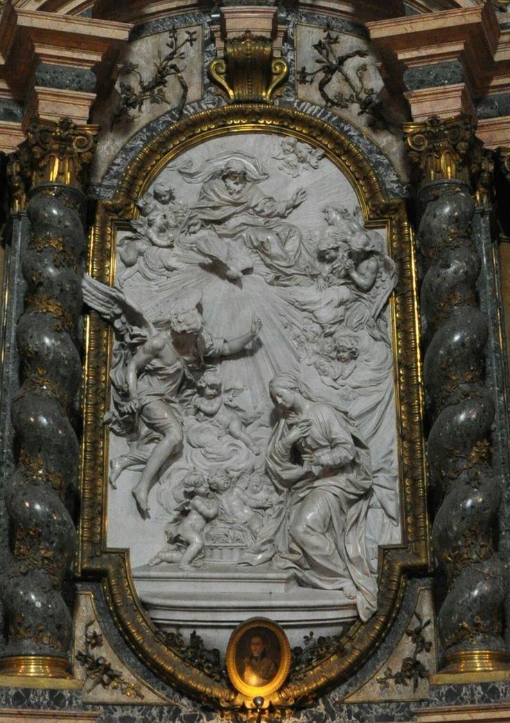 Chiesa  di Sant'Ignazio a Roma.  Altare dell'Annunziata. Pala marmorea di Filippo della Valle. Figure sul timpano e angeli di Pietro Bracci. Architettura di Andrea Pozzo