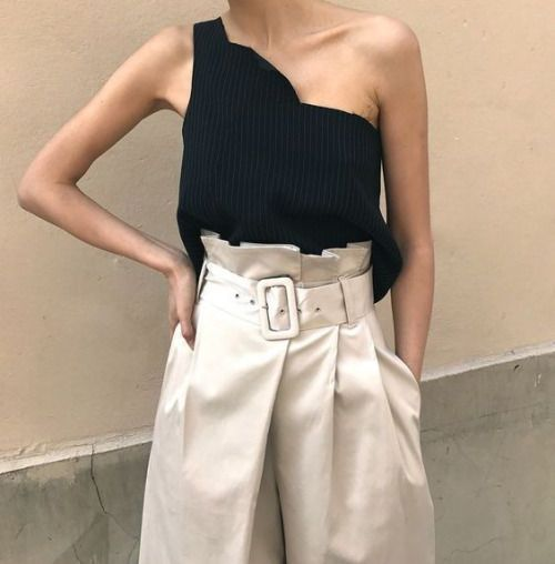 I love the colour contrast, it creates such a simplistic but high fashion look. The different textures also add to the look. Very Ready to Wear