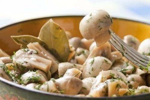 Замечательные грибочки в легком маринаде.   Шедевры кулинарии