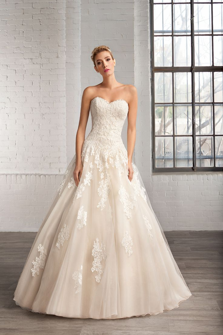 Cosmobella Style 7761: Cosmobella 2016 bridal collection : https://www.itakeyou.co.uk/wedding/cosmobella-wedding-dress-2016 #weddingdress #weddingdresses