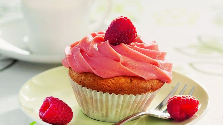 Himbeer-Joghurt-Cupcakes mit Himbeer-Frosting (Quelle: TLC Fotostudio)