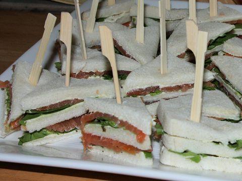 Mini sandwiches met zalm