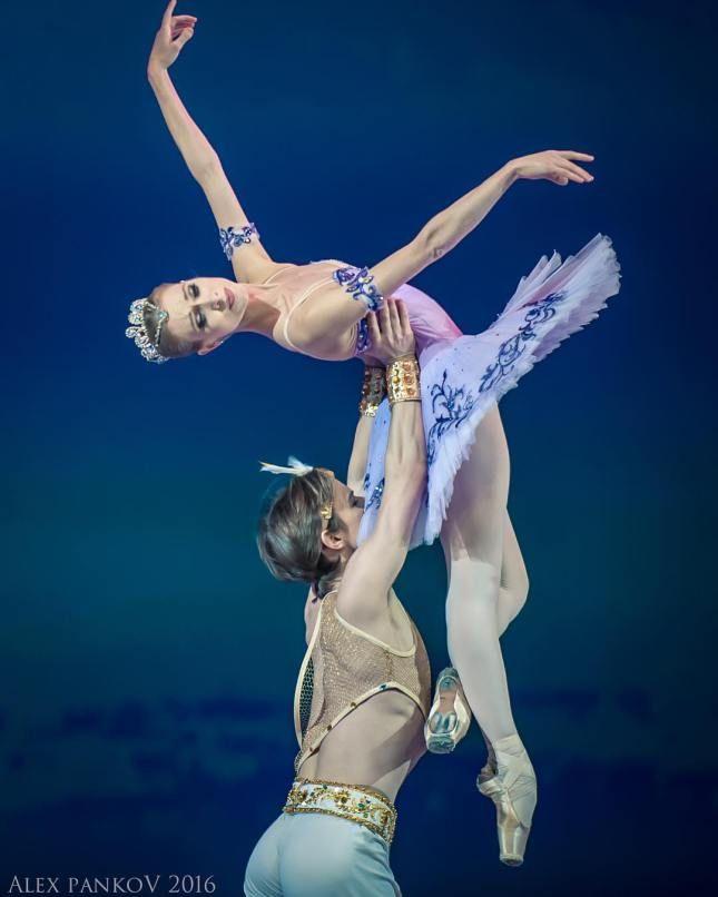 "Tatiana Melnik Татьяна Мельник (Stanmus) and Daniil Simkin Даниил Симкин (American Ballet Theatre), ""Le Corsaire"""