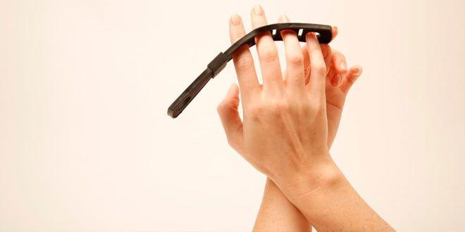 Giyilebilir teknolojinin hayatımıza kattığı artılar giderek artıyor. Bunlara bir yenisi Tap Strap kl...