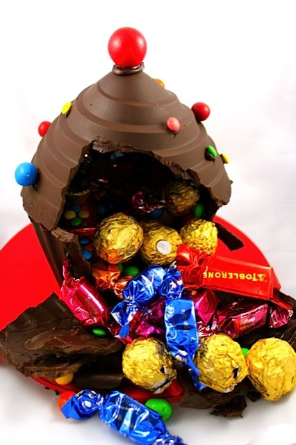 Video: How to Make a Giant Cupcake Piñata • CakeJournal.com: Cakes Tutorials, Cookies Cupcakes, Videos Tutorials, Giant Cupcakes, Cakejournal Com, Cupcakes Pinata, Diy Cupcakes, Cupcakes Moulding, Cupcakes Piñata
