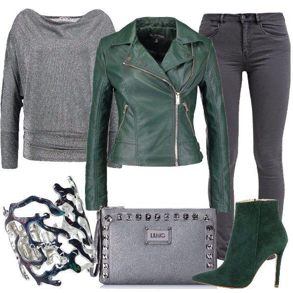 Scopriamo+un+modo+diverso+di+essere+rock+con+questo+outfit+composto+da+giacca+in+finta+pelle+dark+green,+maglione+silver+metallic,+jeans+skinny+fit+phantom.+Completiamo+il+tutto+con+stivaletti+sempre+dark+green+con+tacco+alto+ed+effetto+scamosciato,+pochette+con+borchie+Liu+Jo+e+bracciale+Desigual+in+metallo+davvero+particolare.