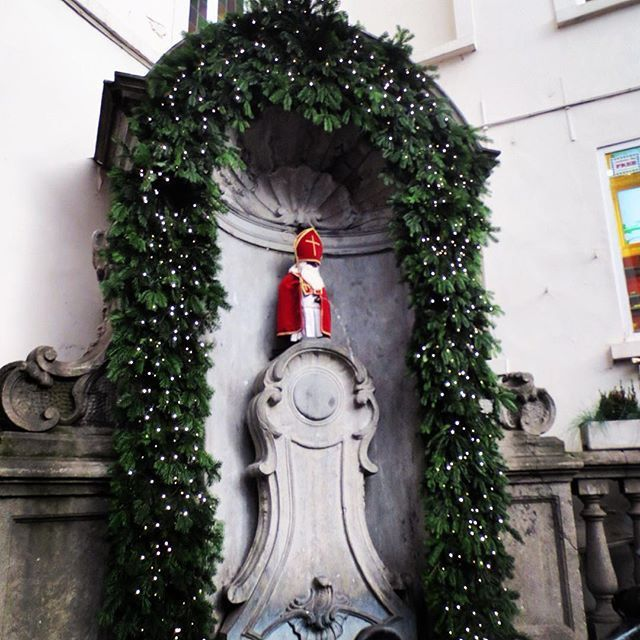 Manneken Pis, Brussels. This little guy has a better wardrobe than I do! Over 900 costumes, many on display in the city museum. (Don't miss his sister, Jeanneke-Pis) Instagram @ sherianne_kay #mannekenpis #brussels