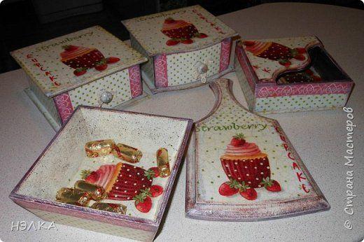 Декор предметов Декупаж Кухонный набор Клубничные кексы Дерево Салфетки фото 1
