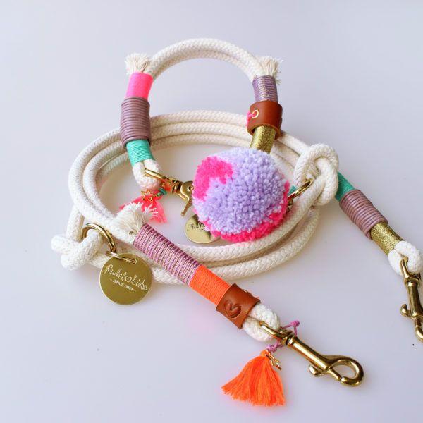 Das Halsband LOVECLOUD ist besonders auf die kleineren Rassen abgestimmt. Neben den bekannt natürlichen Materialien verwenden wir kleine Brummelhaken mit …