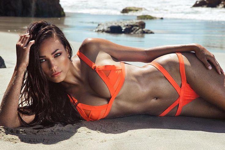 Девушки в бикини и топлес  Прекрасные хорошенькие девушки нежаться на пляже в бикини и без них, в ожидании мужского внимания. Фееричные сексуальные красотки в откровенных бикини и топлес из инстаграма. #женщины #красотавокругнас #селфимелфи  https://mensby.com/photo/instagram/7677-girls-in-bikinis-and-without