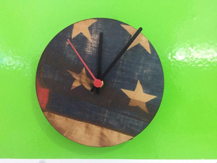 Un preferito personale dal mio negozio Etsy https://www.etsy.com/it/listing/478433122/orologio-da-parete-in-legno-bandiera