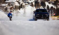 EL RIDER INGLÉS JAMIE BARROW SUPERA EL GUINNESS WORLD RECORD DE VELOCIDAD EN SNOWBOARD REMOLCADO POR UN MASERATI LEVANTE | Diario del motor