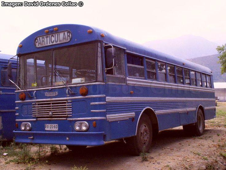 Thomas, con chasis español Pegaso 5064-A-5. Bus particular