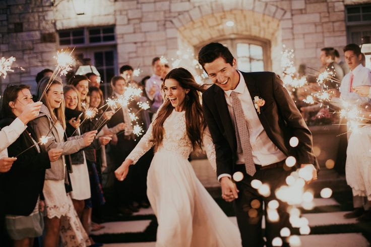 India Earl: Amazing Wedding Photographer in Utah, she has been featured on tons of wedding magazines and has only been a photographer for four years.
