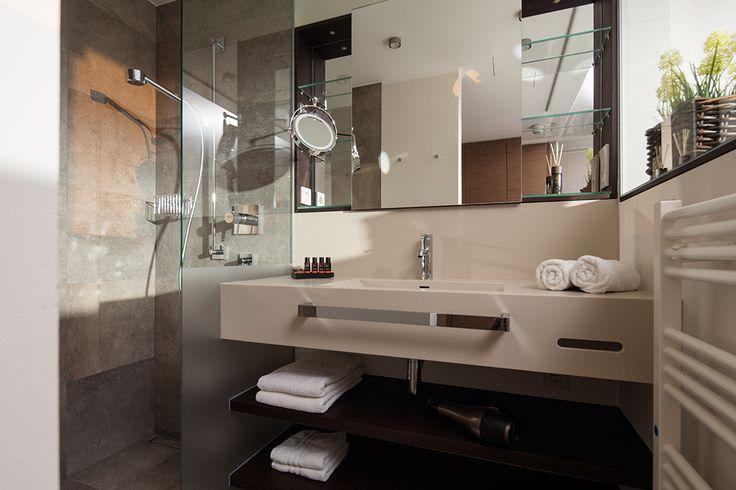 Jede Zimmerkategorie hat ihren individuellen Touch ►► Kein Hotelzimmer im Hotel MeerBlickD21 gleicht dem anderen. Jedes der 16 Apartments wurde von uns abhängig von Größe und Schnitt individuell gestaltet und mit maßangefertigten Möbelnausgestattet. Insgesamt verfügt das Hotel auf Norderney über fünf Zimmerkategorien.