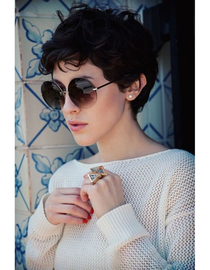 Coupe courte sur cheveux bouclés hiver 2015 - Les plus belles coupes courtes de Pinterest - Elle