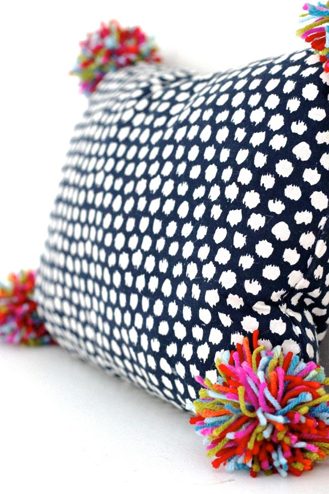 Pom Pom Pillow | beyond easy craft project - the materials are likely in your craft and sewing kits