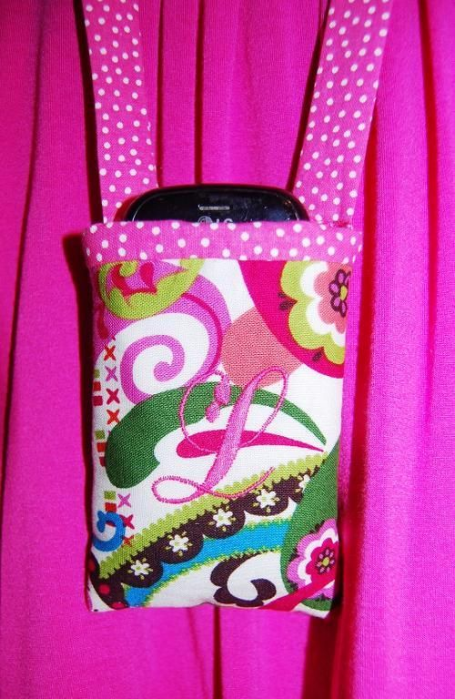 Around the neck cell phone holder - via @Craftsy