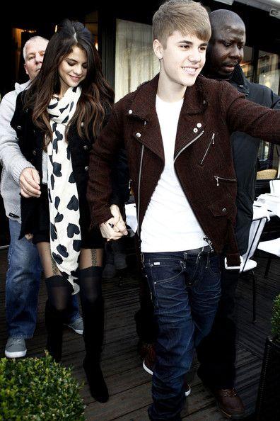 Selena Gomez Photos - Selena Gomez and Justin Bieber Together in Paris - Zimbio