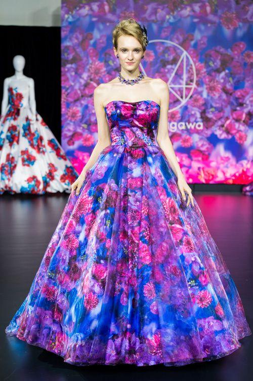 濃い色合いが美しいお花プリントドレス♪ 紅葉の時期のお色直しのアイデア☆