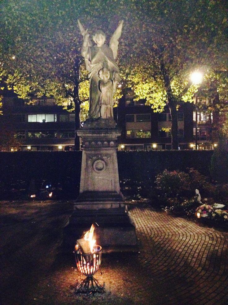 Lichtjesavond begraafplaats aan de Bredaseweg, Tilburg