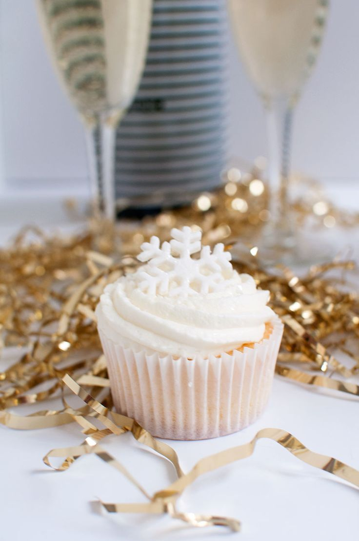 With New Year's Eve around the corner, it's time to bust outthe sparklers, glitter, confetti, and Prosecco! Living in the city, it can be really hectic if you want to go out on New Years. It's alw...