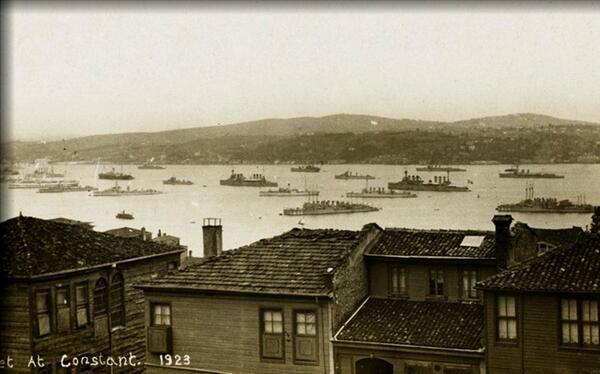 Istanbul boğazında işgal kuvvetlerine ait gemiler 1923