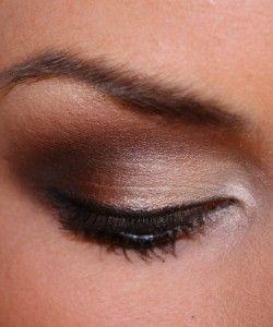 Awesome smokey eye tutorial.