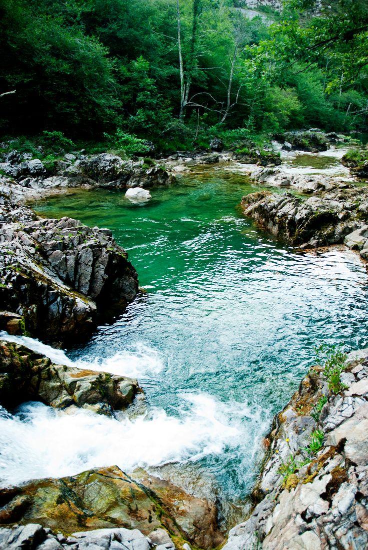 Rio Dobra. http://www.lugaresdeasturias.com/rio-dobra-y-olla-de-san-vicente/