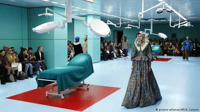 Models in an operating theater for Gucci (picture-alliance/AP/A. Calanni)