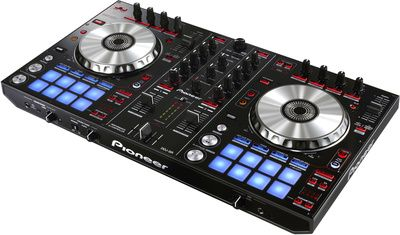 thomann Pioneer DDJ SR, DJ Controller designed for use with Serato® DJ software. The smaller and more compact DDJ-SR inherits many of the same functions and controls of the larger DDJ-SX introduced in 2012, offering large thomann aluminum jog wheels, integrated performance pads, and a new PAD PLUS feature that adds four additional audio effects to the performance pads