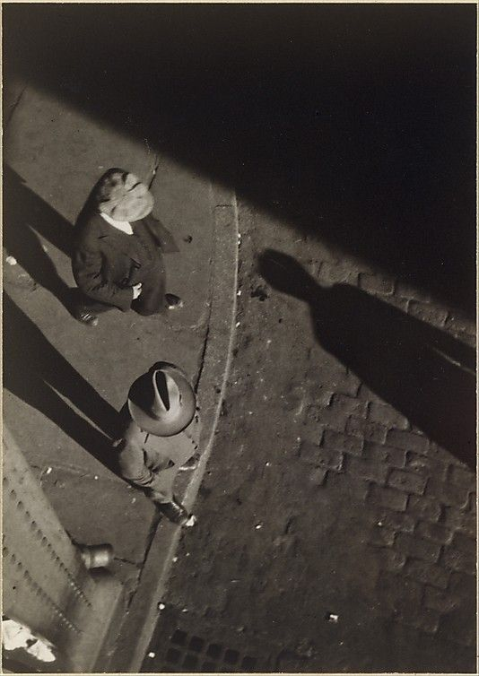 Walker Evans: Pedestrians at Curb, Seen from Above, New York City.