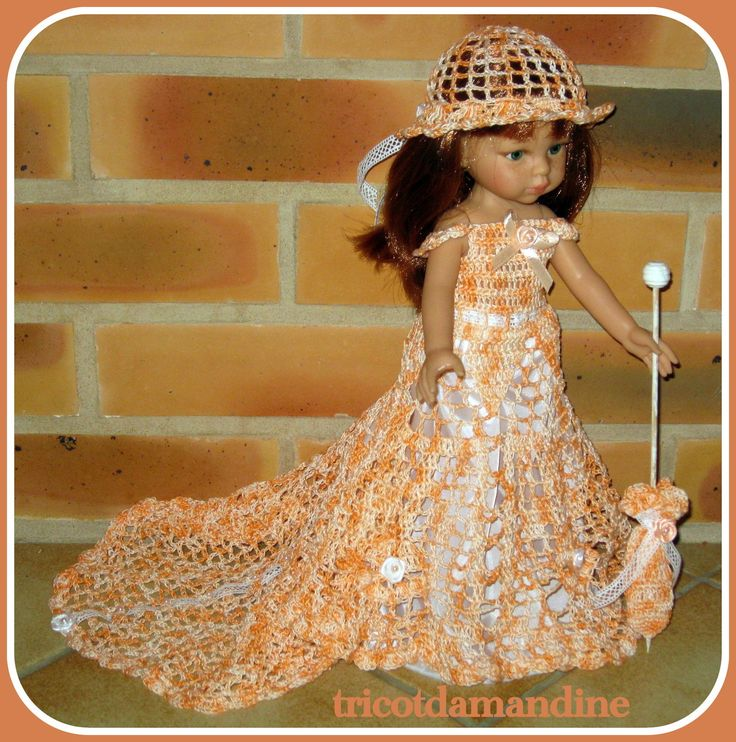 Lorette dans sa robe de princesse http://tricotdamandine.over-blog.com/2016/03/lundi-soleil.html