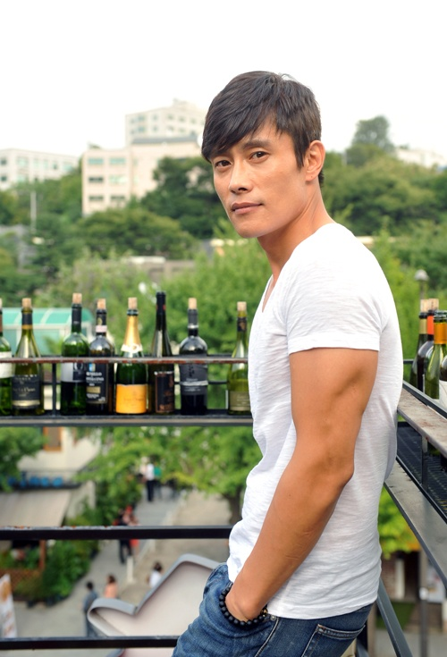 lee byung hun look at those arms or arm as the case may be