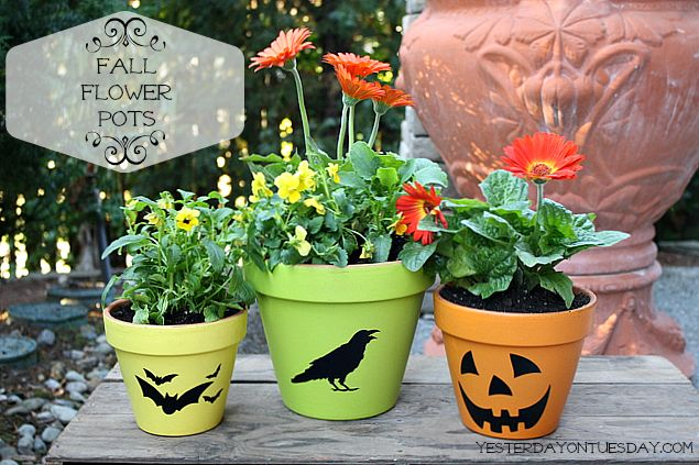 Fall Decor: Fall Flower Pots - Summer may be over but that doesn't mean it's time to stow away the flower pots! Give them an easy makeover for fall! #falldecor…