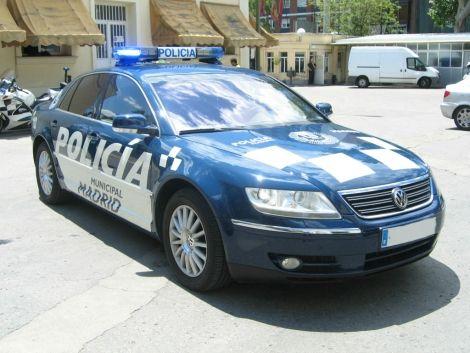 """El antiguo coche oficial de Gallardón cuando era alcalde de Madrid, reconvertido en coche patrulla  No es extraño ver en otros países a policías patrullando en coches de gama alta. Creo que por todos es conocido que en Alemania la policía utiliza varios modelos de Porsche; lo mismo que en Dubai, en donde para """"reforzar la imagen de lujo y prosperidad"""" han optado por Lamborghini..."""