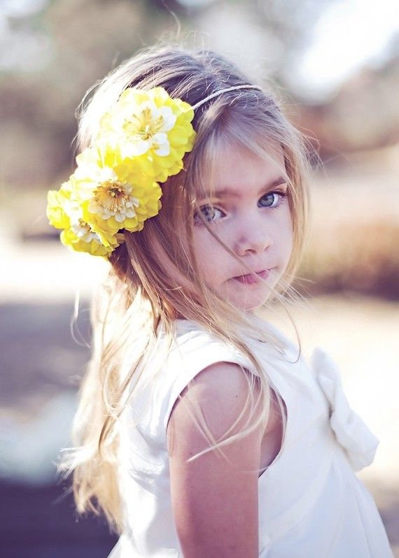love the hairpiece on this #flowergirl