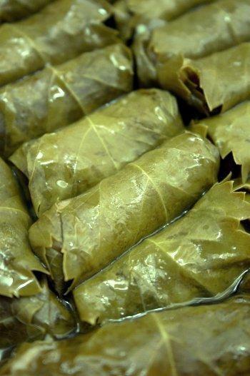 Hojas de parra con carne y arroz... qué rico, tengo hambre... este es un plato típico griego.
