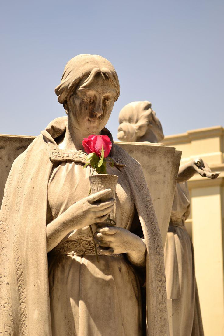 Vigilante - Escultura Cementerio Católico. Santiago de Chile
