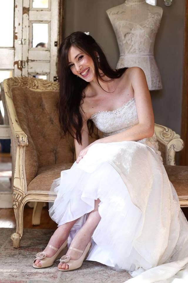 An absolute darling of a bride! Joanie traveled far and wide for her dream wedding gown. Flying up and down from Cape Town to get married in this amazing Chantilly and silver corded lace wedding gown designed by Theresa from Galli Bridal & Design Studio. Theresa Viljoen needs no introduction and is well know for her exquisite couture as well as gracing us with her superb alteration skills for the past three years. Dearest Joanie, may you and your hubby be blessed in abundance. It would be an…