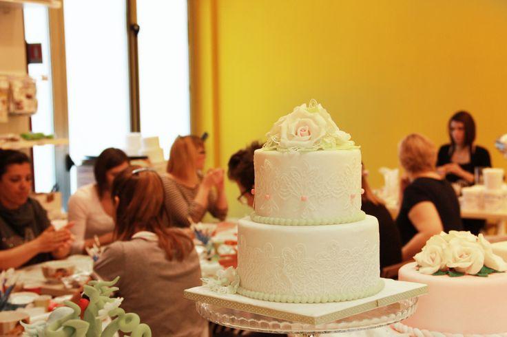 Ieri abbiamo concluso insieme alle nostre allieve del corso intermedio questa magica esperienza nel mondo del Cake Design.