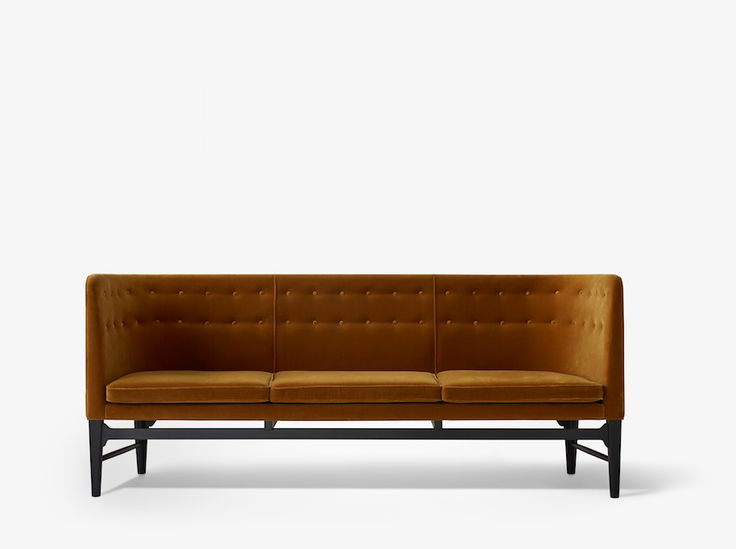 Mayor sofa designed by Arne Jacobsen and Flemming Lassen, produced by &tradition