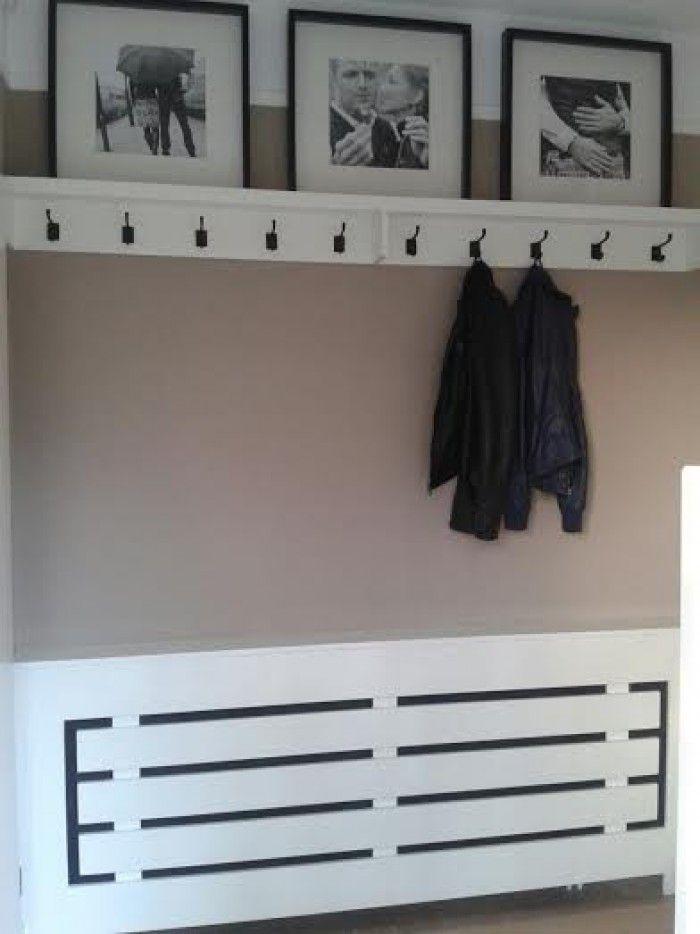 Zelfgemaakte kapstok en radiator ombouw. Grote lijsten komen van Ikea.
