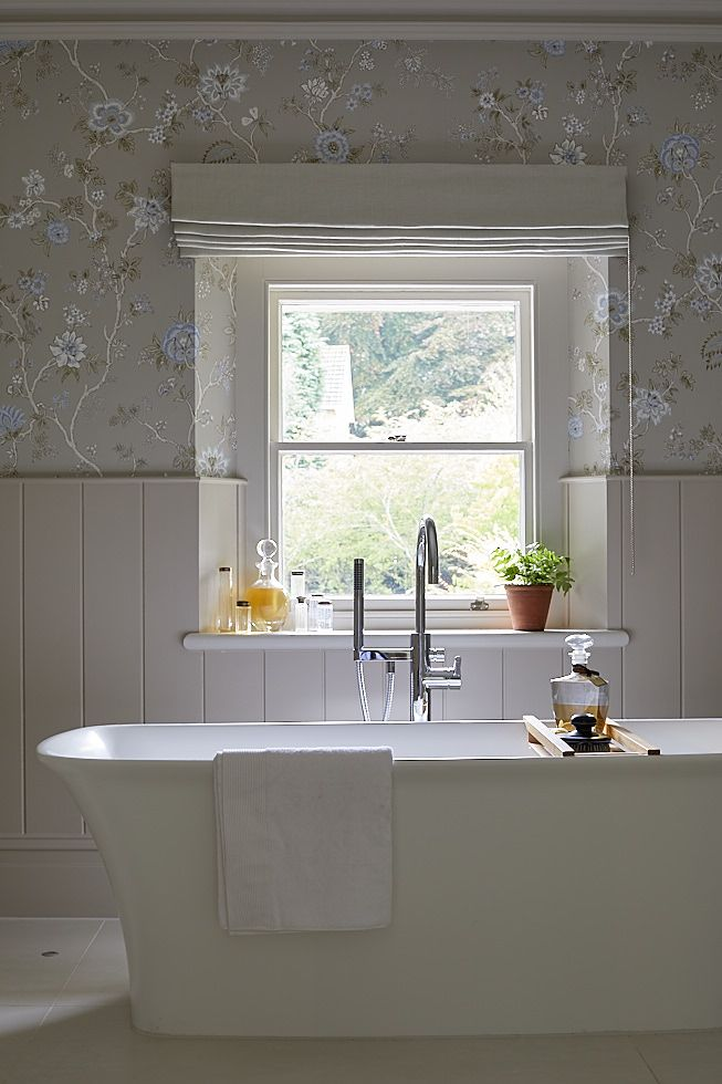 Feminine bathroom designed by Sims Hilditch for Malvern Family Home project. ©