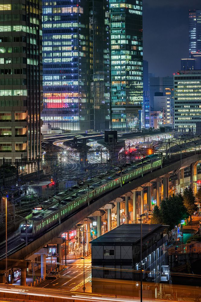 https://flic.kr/p/RJcD3U | Trains 5957 | in Tokyo Marunouchi.